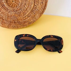 Retro Oversized Tortoise Shell Sunglasses